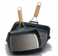 Brescia - Grill 26X26 with folding handle.
