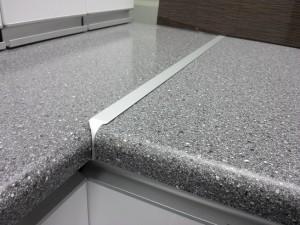 Aluminium Bench top-joiner for Standard Bench tops in Kitchen